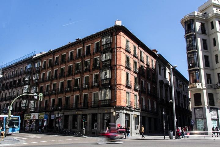Edificio esquina a calle Flor Alta y San Bernardo