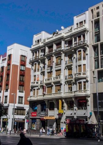 Edificio Hostal Lauria, Gran Vía 50 (1929), de Pascual Bravo Sanfeliú y Manuel Galíndez